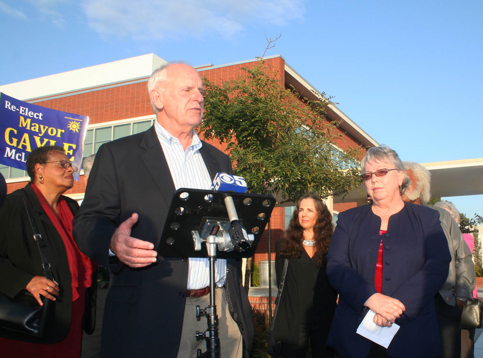 Councilmember Tom Butt spoke on behalf of the mayor, saying the move was a return to dirty politics.